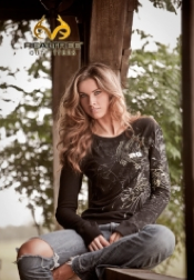 Katherine Webb as a Realtree model (Image borrowed from Realtree.com)
